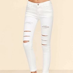 Make an offer!! White jeans Sz M